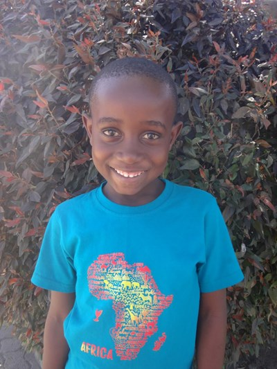 Help Shadreck by becoming a child sponsor. Sponsoring a child is a rewarding and heartwarming experience.