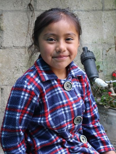 Ayude a Belen Adriana Del Pilar apadrinándole hoy. El apadrinamiento es una experiencia hermosa y gratificante.