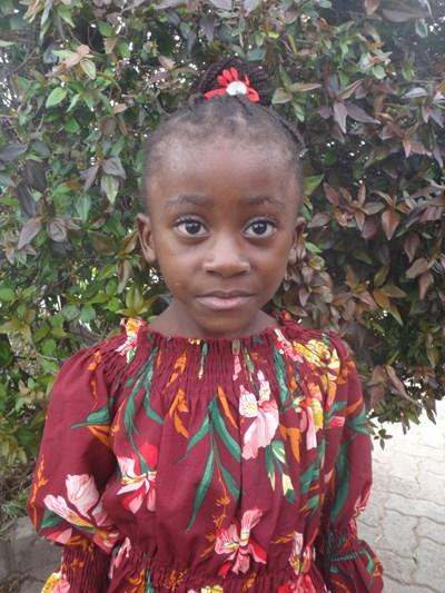 Ayude a Sephorao Kongo apadrinándole hoy. El apadrinamiento es una experiencia hermosa y gratificante.
