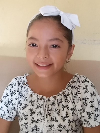 Help Bianca Brisneth by becoming a child sponsor. Sponsoring a child is a rewarding and heartwarming experience.