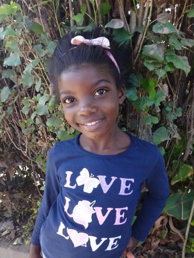 Ayude a Christa apadrinándole hoy. El apadrinamiento es una experiencia hermosa y gratificante.