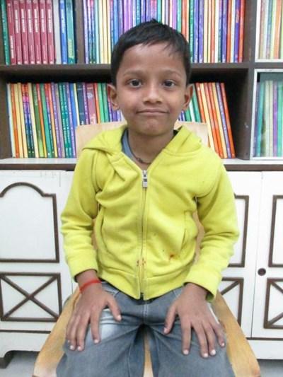 Ayude a Prince Kumar apadrinándole hoy. El apadrinamiento es una experiencia hermosa y gratificante.