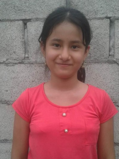 Ayude a Narcisa Jarely apadrinándole hoy. El apadrinamiento es una experiencia hermosa y gratificante.