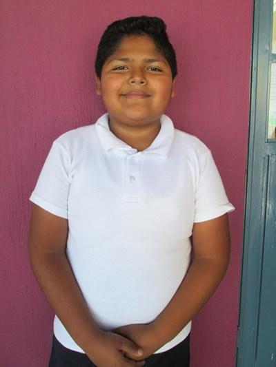Ayude a Yahir apadrinándole hoy. El apadrinamiento es una experiencia hermosa y gratificante.
