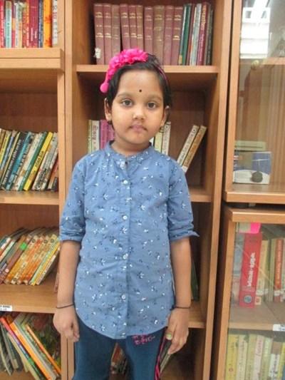 Ayude a Abhismita apadrinándole hoy. El apadrinamiento es una experiencia hermosa y gratificante.
