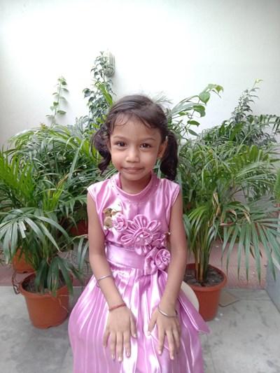 Ayude a Drishti apadrinándole hoy. El apadrinamiento es una experiencia hermosa y gratificante.