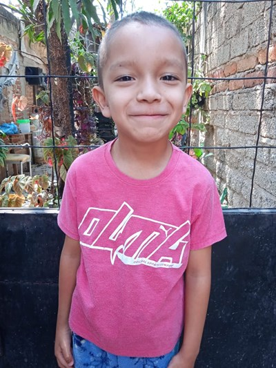 Help David Antonio by becoming a child sponsor. Sponsoring a child is a rewarding and heartwarming experience.