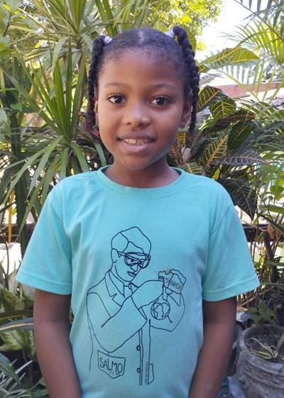 Ayude a Sheylan Isabela apadrinándole hoy. El apadrinamiento es una experiencia hermosa y gratificante.