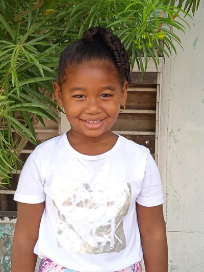 Help Taliana by becoming a child sponsor. Sponsoring a child is a rewarding and heartwarming experience.