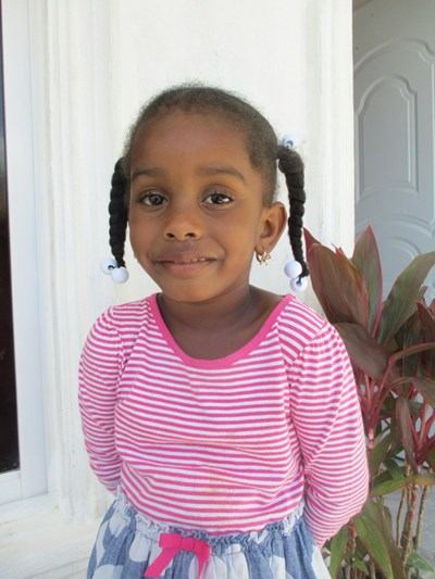 Help Yuleika by becoming a child sponsor. Sponsoring a child is a rewarding and heartwarming experience.
