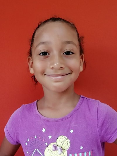 Ayude a Katerinne Esther apadrinándole hoy. El apadrinamiento es una experiencia hermosa y gratificante.