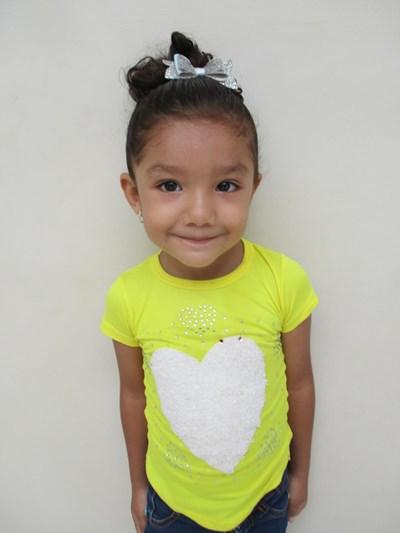 Ayude a Alejandra Valeria apadrinándole hoy. El apadrinamiento es una experiencia hermosa y gratificante.