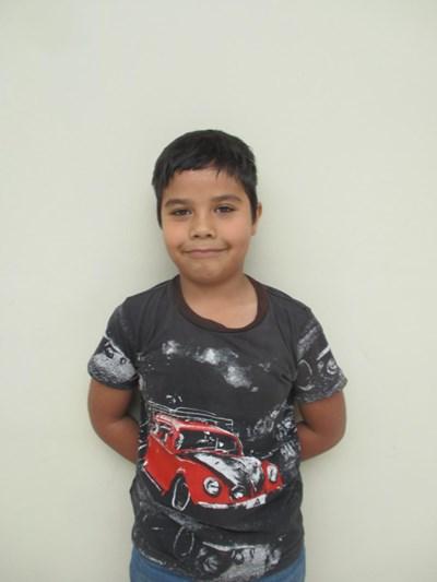 Ayude a Víctor Armando apadrinándole hoy. El apadrinamiento es una experiencia hermosa y gratificante.