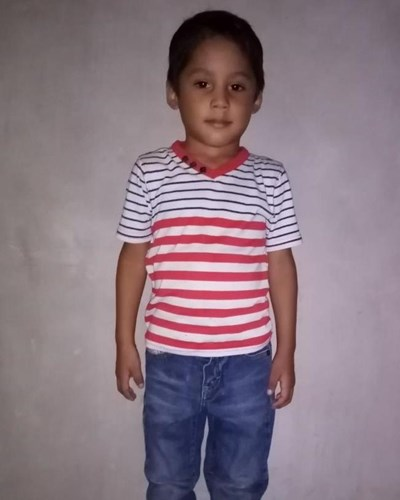 Help Edgardo Benjamin by becoming a child sponsor. Sponsoring a child is a rewarding and heartwarming experience.