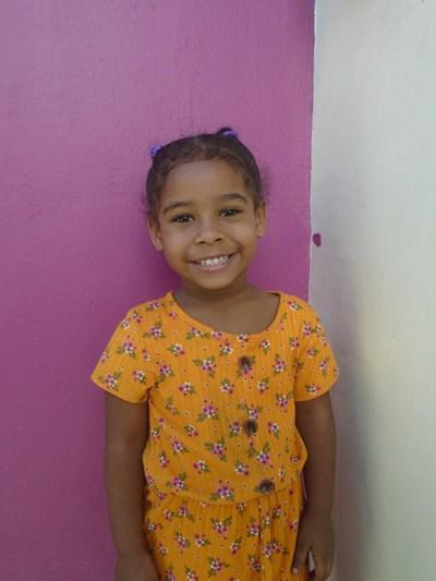 Ayude a Kharla Mariette apadrinándole hoy. El apadrinamiento es una experiencia hermosa y gratificante.