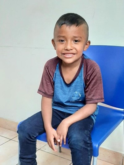 Help Lester Rogelio by becoming a child sponsor. Sponsoring a child is a rewarding and heartwarming experience.