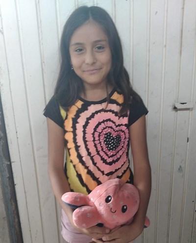 Ayude a Ximena Camila apadrinándole hoy. El apadrinamiento es una experiencia hermosa y gratificante.