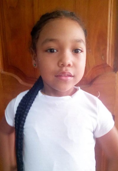 Help Mailyn Cristal by becoming a child sponsor. Sponsoring a child is a rewarding and heartwarming experience.