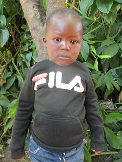 Ayude a Fredy Kondwani apadrinándole hoy. El apadrinamiento es una experiencia hermosa y gratificante.
