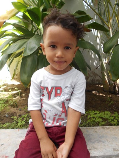 Help Santi Junior by becoming a child sponsor. Sponsoring a child is a rewarding and heartwarming experience.