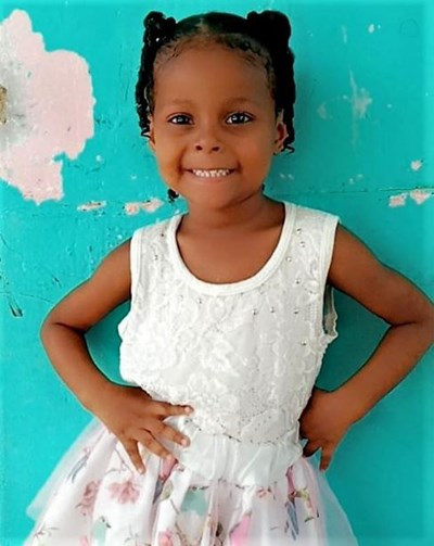 Help Antonella by becoming a child sponsor. Sponsoring a child is a rewarding and heartwarming experience.