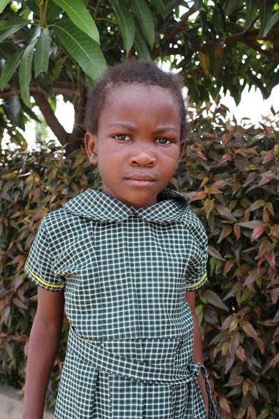 Ayude a Josephine apadrinándole hoy. El apadrinamiento es una experiencia hermosa y gratificante.