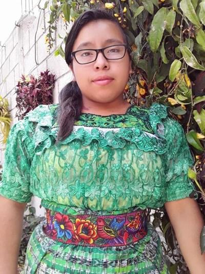 Ayude a Lidia Azucena apadrinándole hoy. El apadrinamiento es una experiencia hermosa y gratificante.